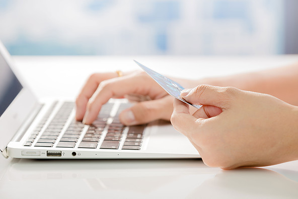 Ketahui Hal Mendasar Beda Kartu Debit dan Kartu Kredit