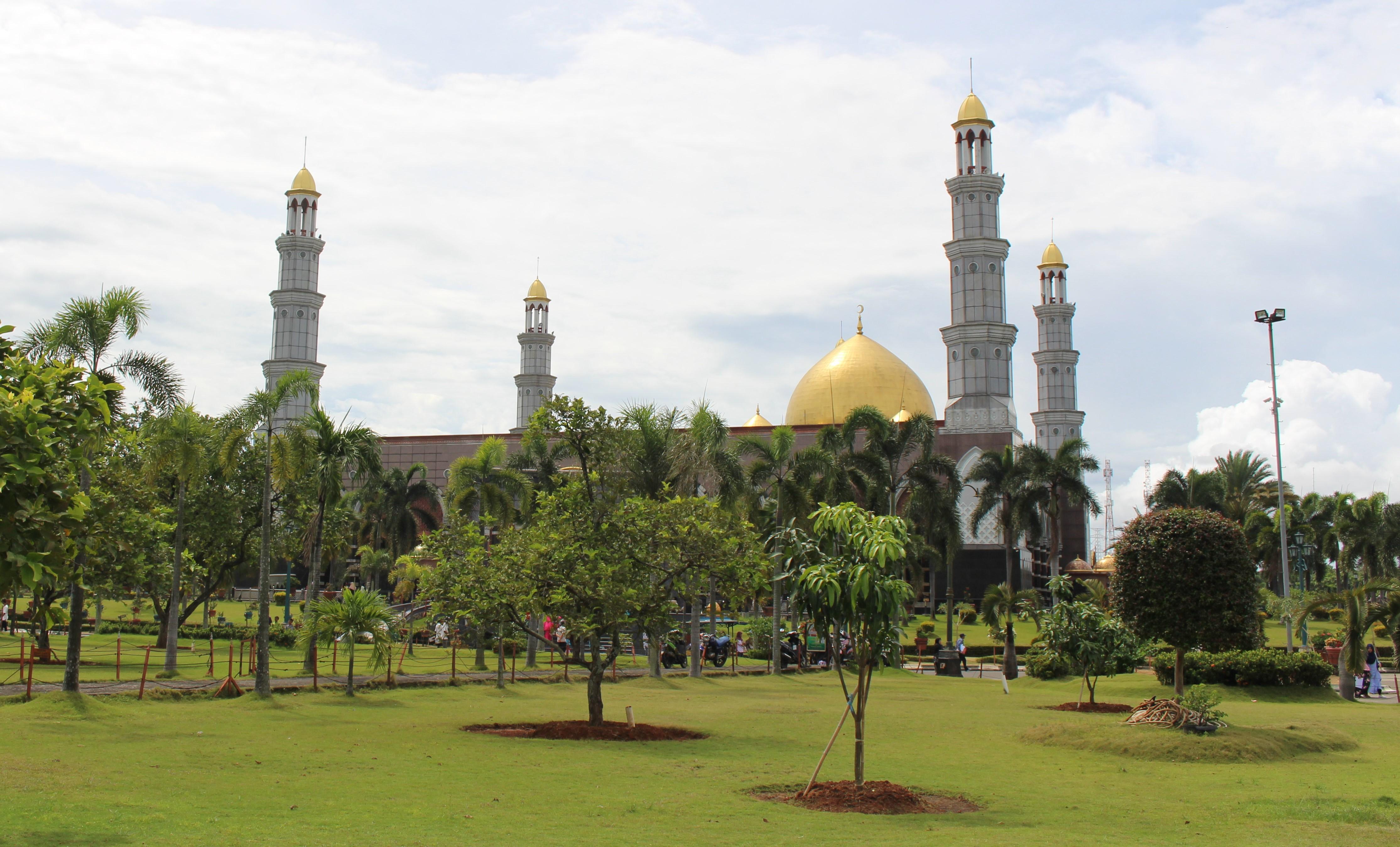 5 Kemegahan Masjid Kubah Emas Depok yang Wajib Kamu Tau!