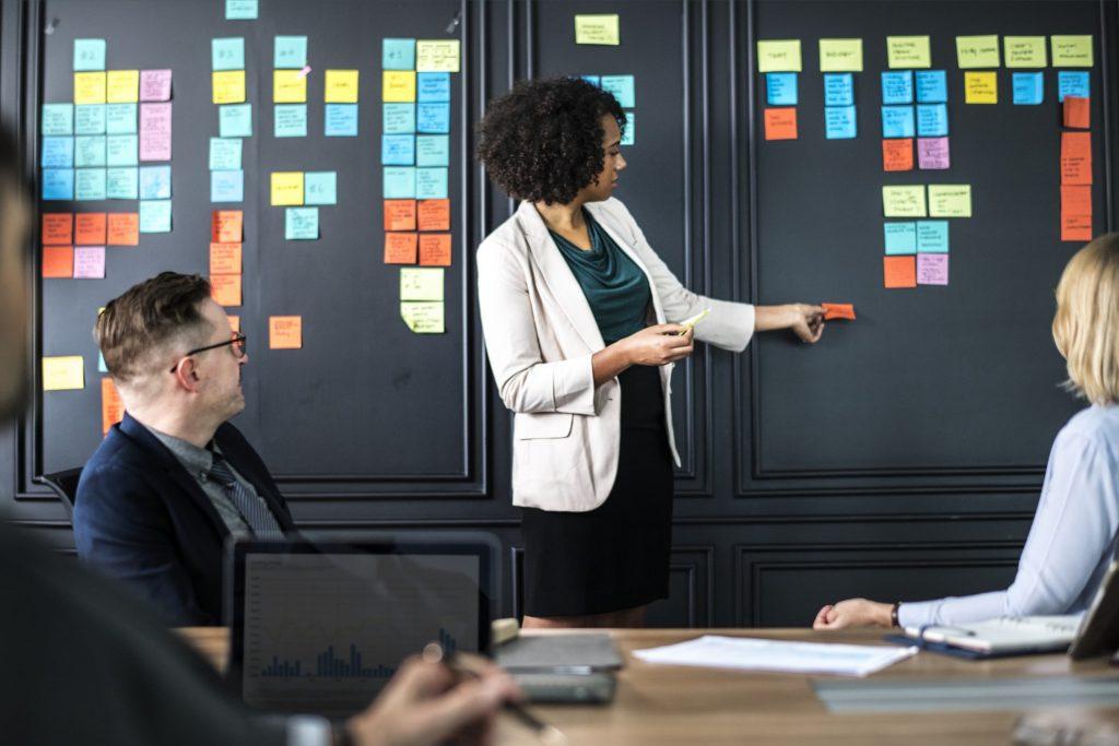 Bisnis model canvas marak diperbincangkan masyarakat. Bisnis model canvas terbaik 2019 bisa kamu coba sebagai sumber uang tambahan. Penasaran? Simak yuk