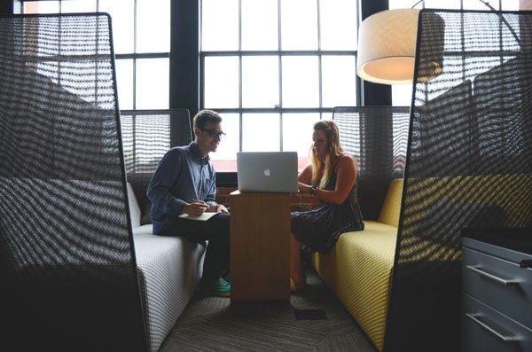 4 Perbedaan Konsultan Bisnis Freelance dan  Independen
