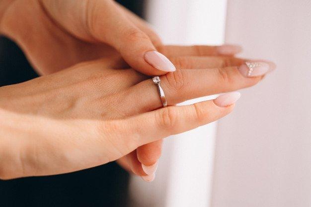 3 Model Cincin Emas Putih yang Terlihat Mewah dan Elegan