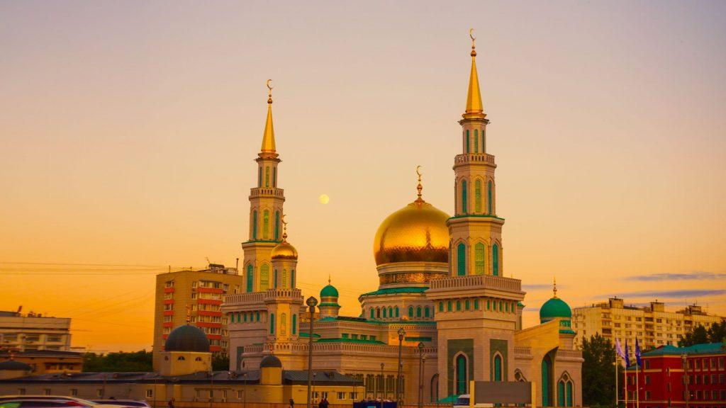 Mengenal Dian Al Mahri, Pengusaha di Balik Masjid Kubah Emas