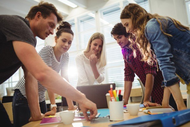 Mengambil Peluang Bisnis Mahasiswa, Untung Atau Rugi?