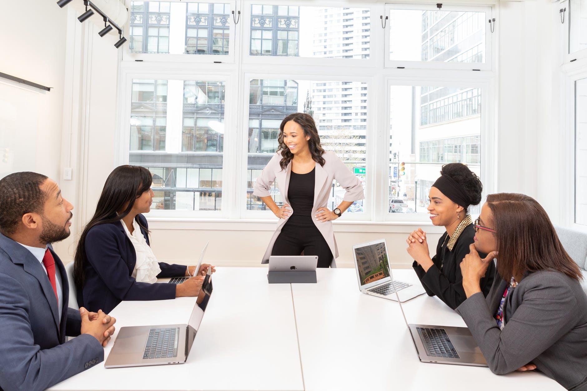 Tips Menjalani Komunikasi Bisnis dengan Efektif