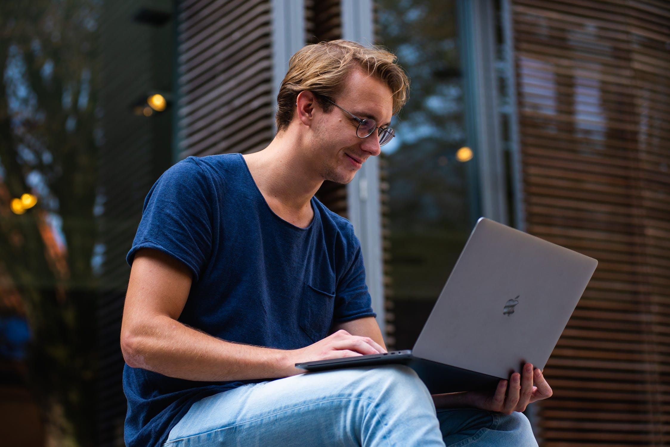 Cara Bermain Saham Online Gratis & Menguntungkan Bagi Investor Pemula