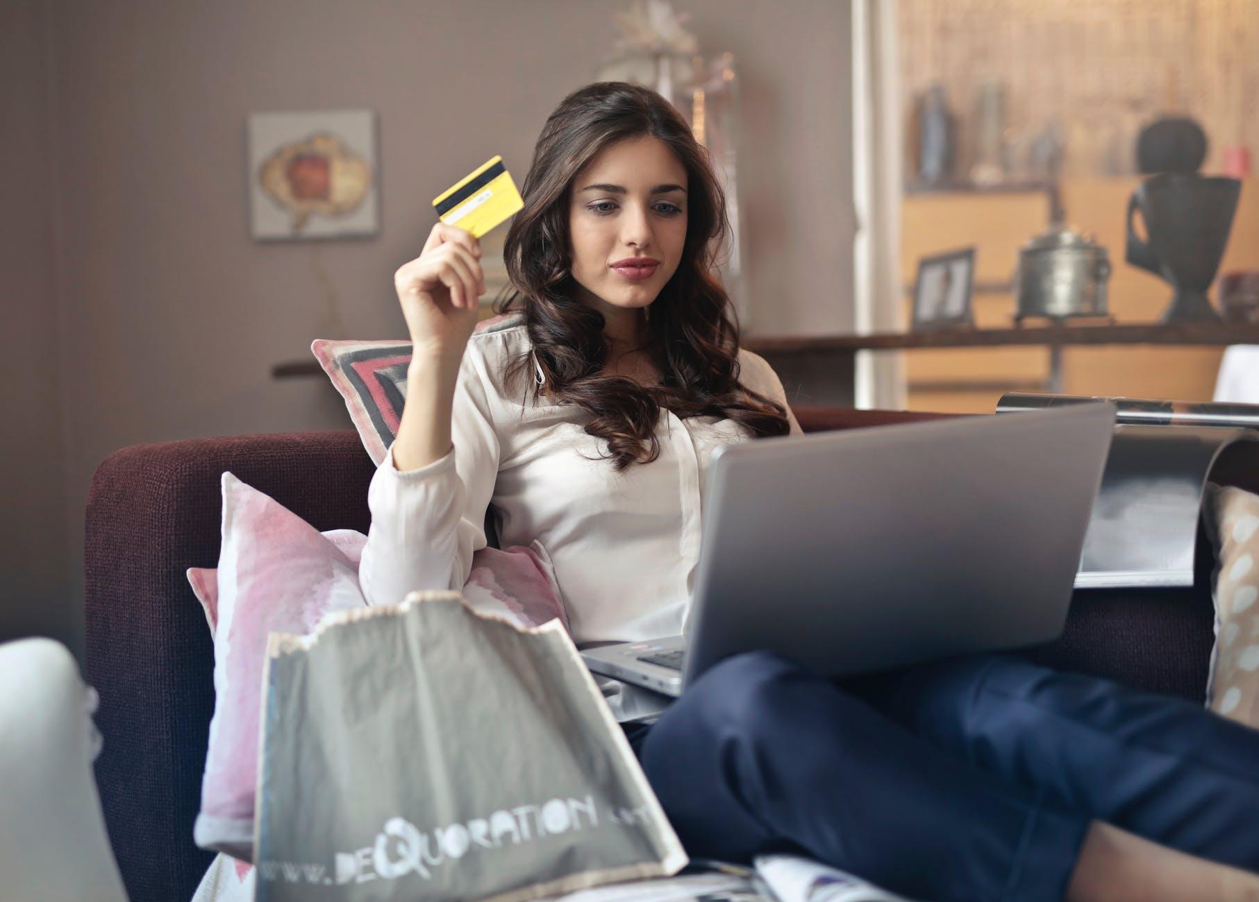 Potensi & Pengaruh Bisnis Online Shop Mewarnai Budaya Era Millenial