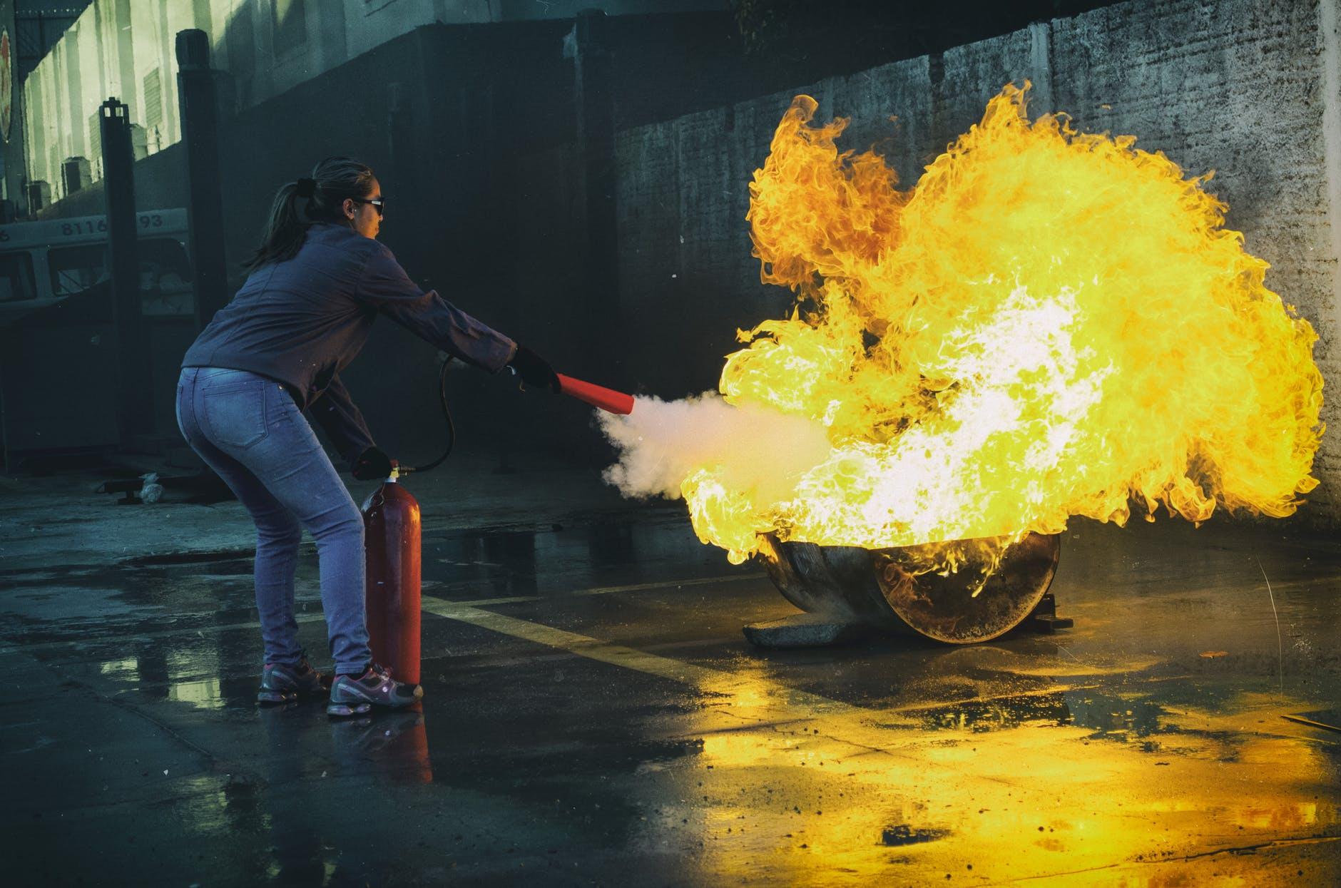 4 Langkah Cara Menggunakan Tabung Pemadam Kebakaran
