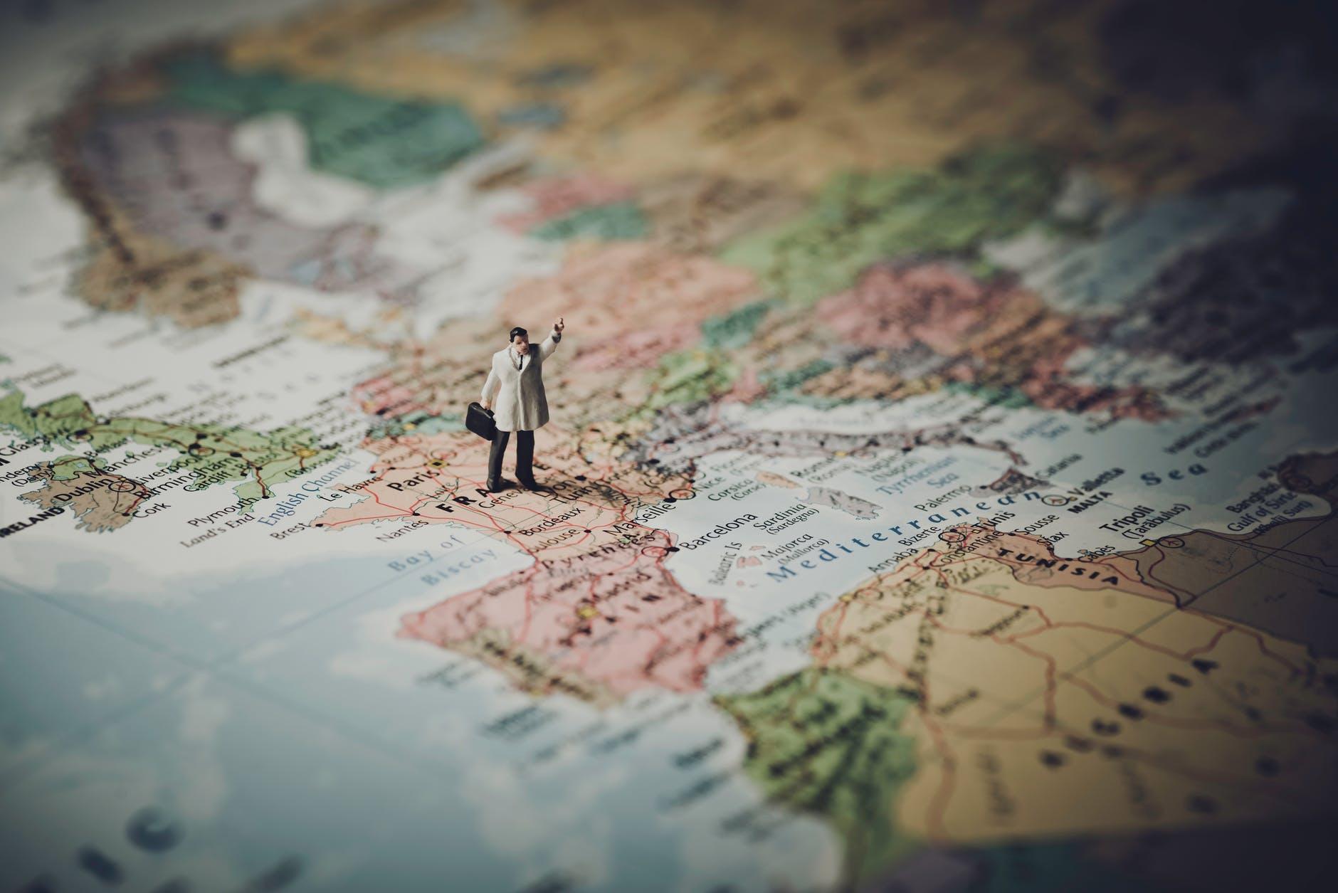Pandangan Bijak dalam Menghadapi Tantangan Ekonomi Global