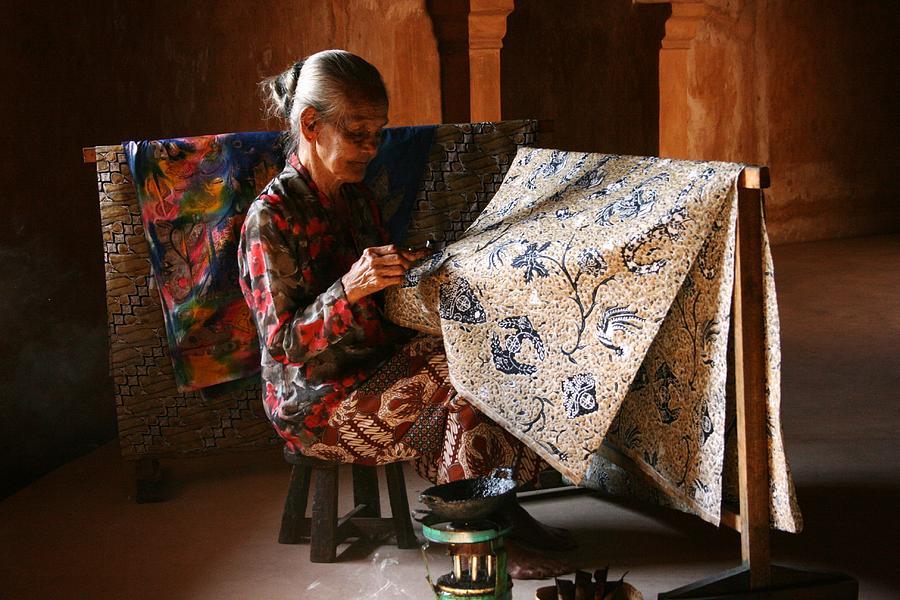 Bangga dan Trendi Pakai Batik di Hari Batik Nasional