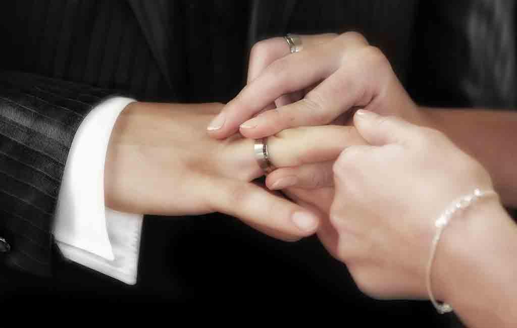 Cincin Kawin dan Cincin Tunangan, Apa Perbedaannya?