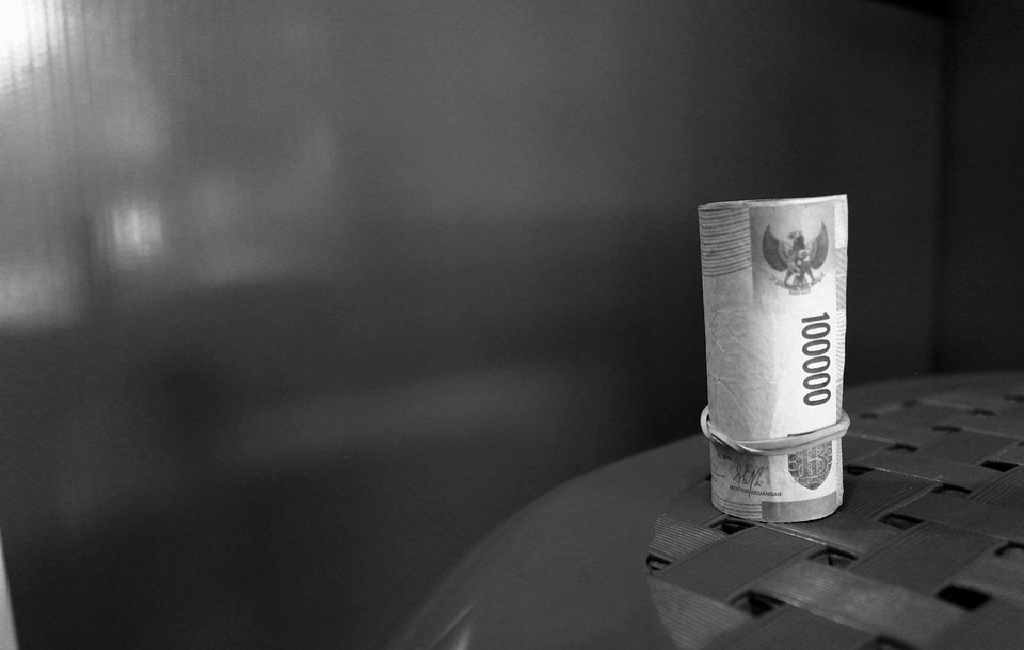 Mengelola uang