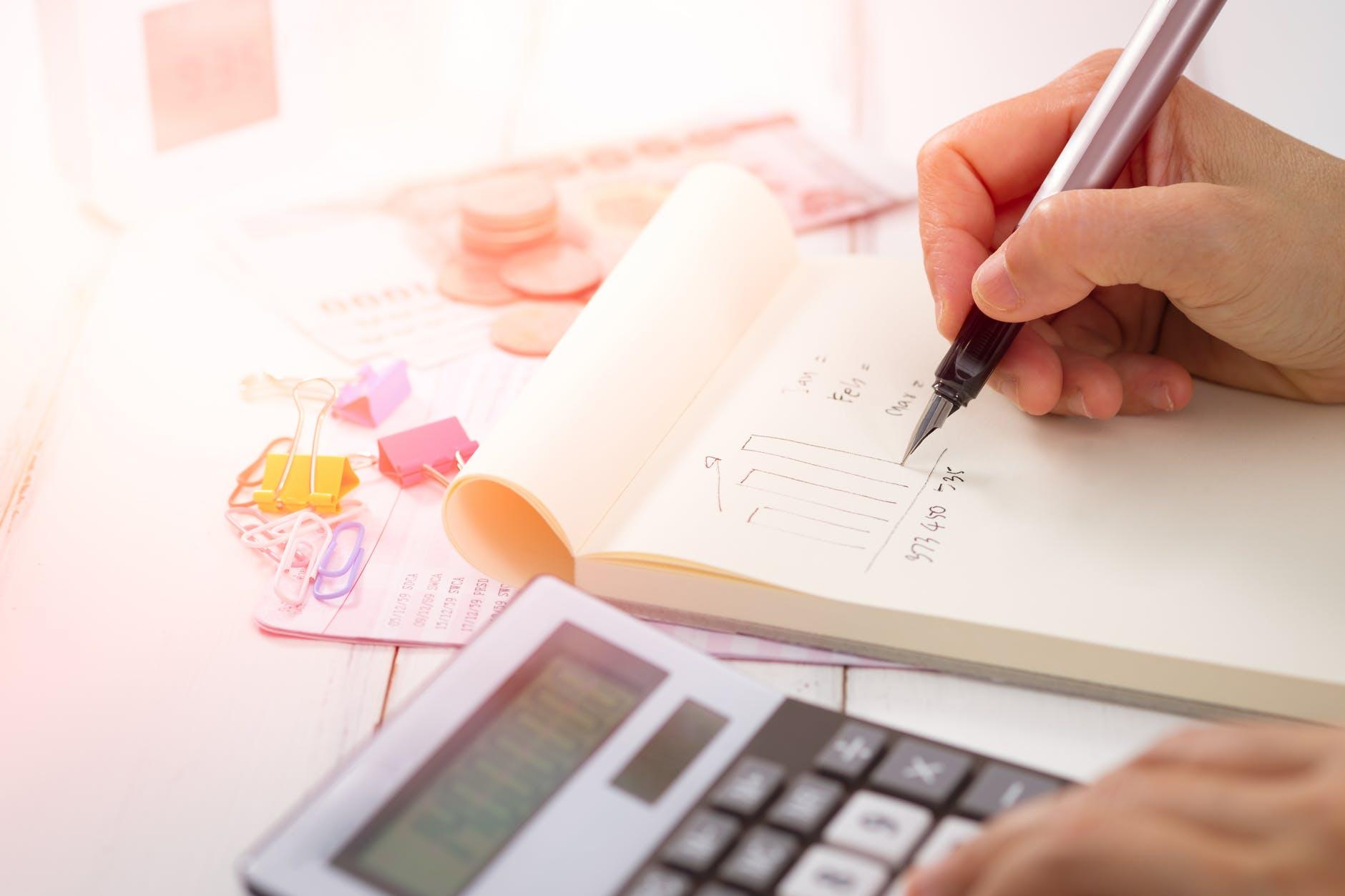 Buku Besar: Fungsi, Bentuk & Manfaatnya untuk Bisnis