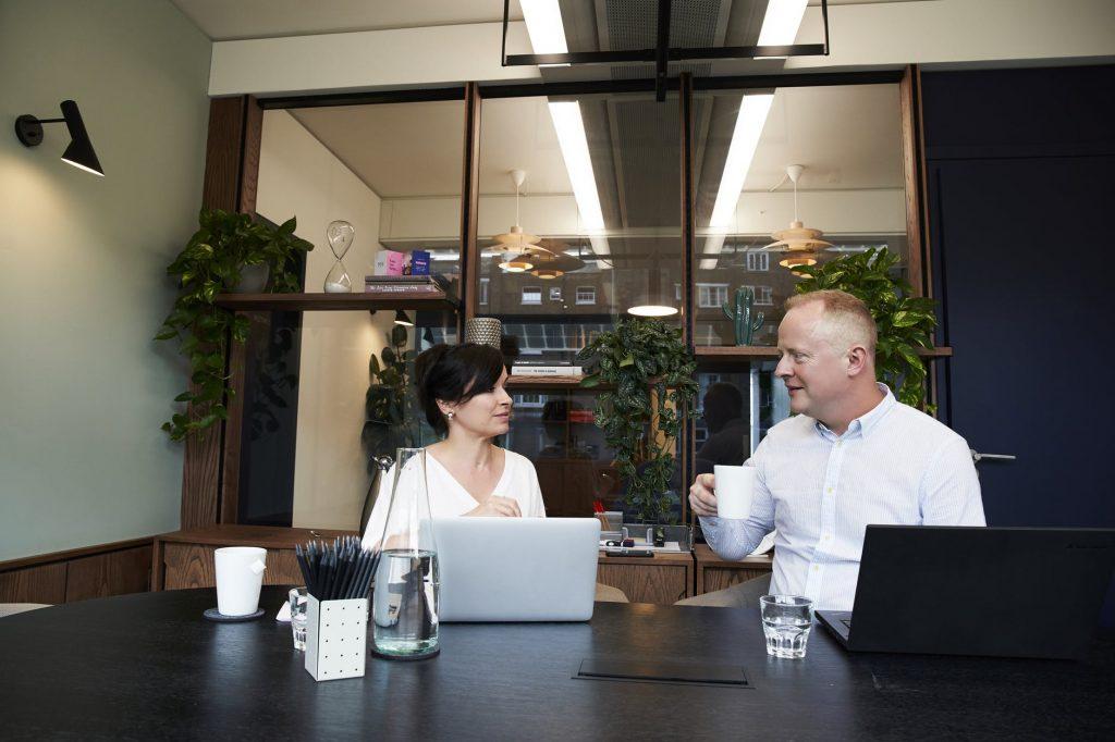 Cara Kerja Marketing Bank untuk Mencapai Target