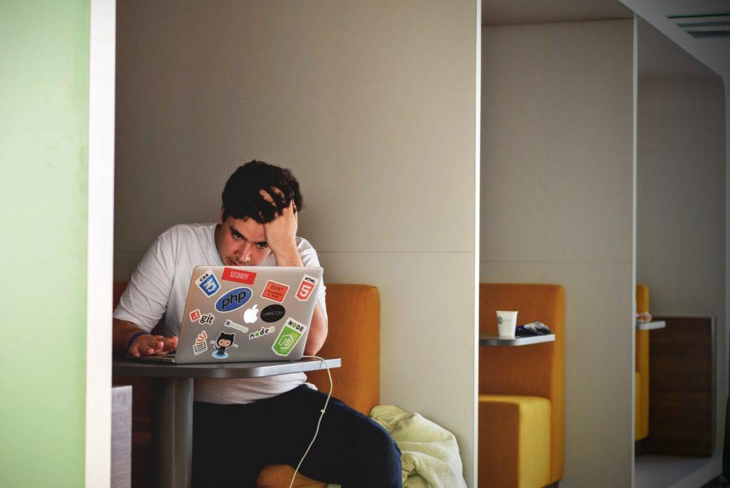 Penyebab & Contoh Konflik di Kantor Beserta Cara Mengatasi
