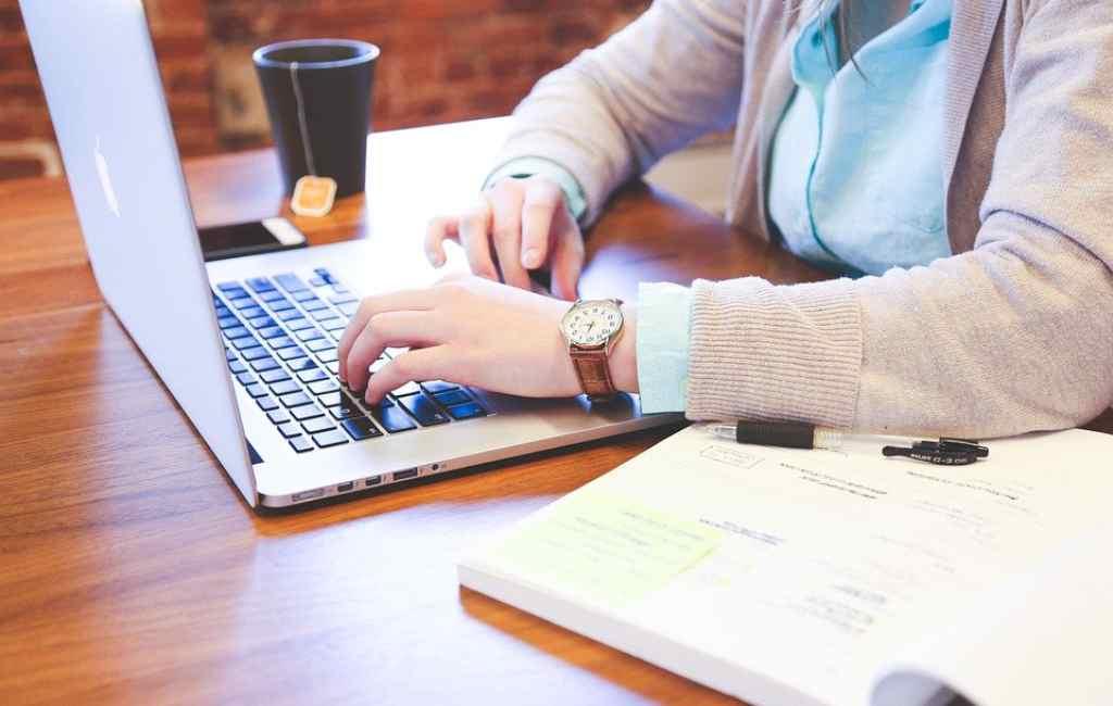 Rekomendasi Merek Laptop Terbaik untuk Pekerja Kantoran