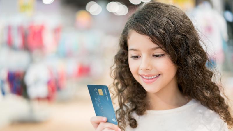 Apakah Anak Remaja Kalian Siap untuk Kartu Kredit?