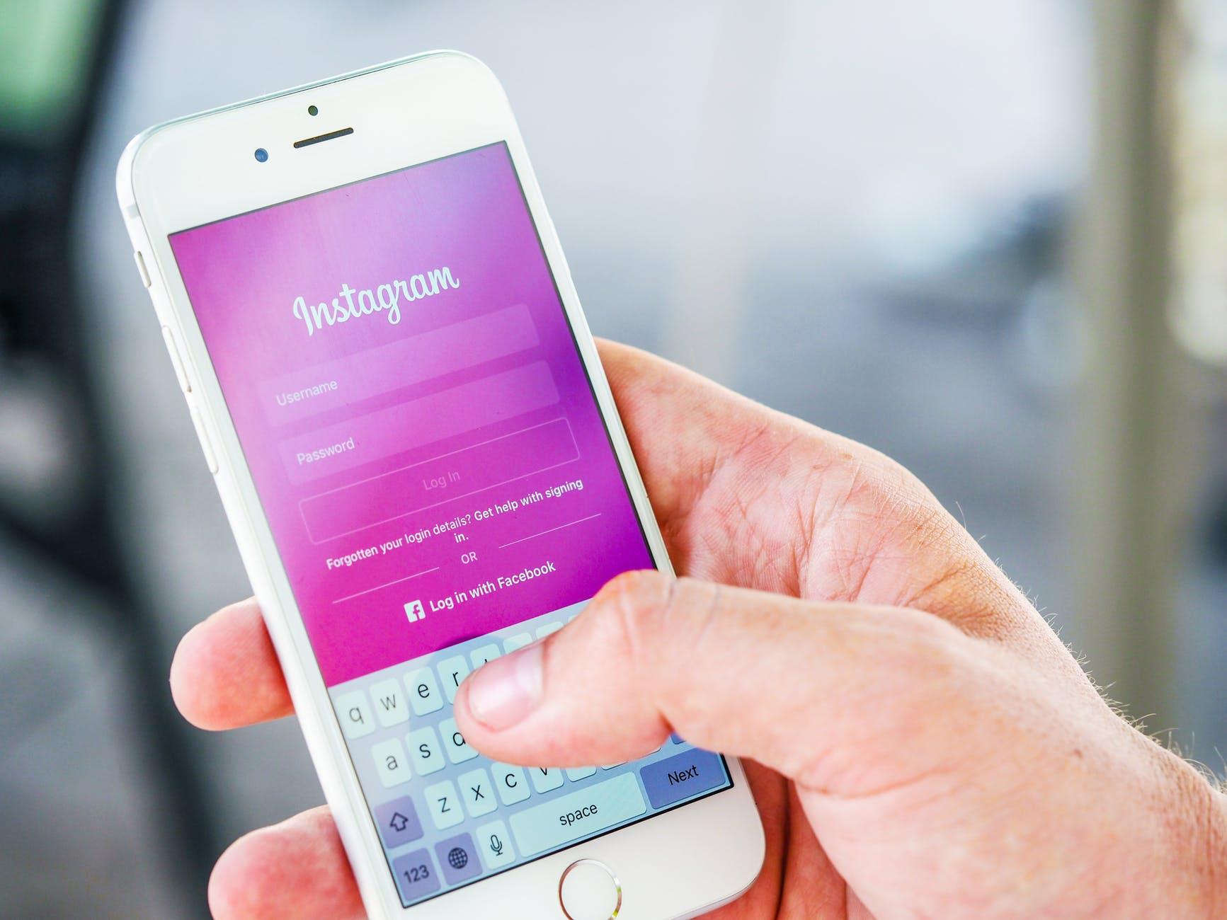 Atasi Kesenjangan dengan Sosialisasi Cara Membuat Instagram Ke UKM