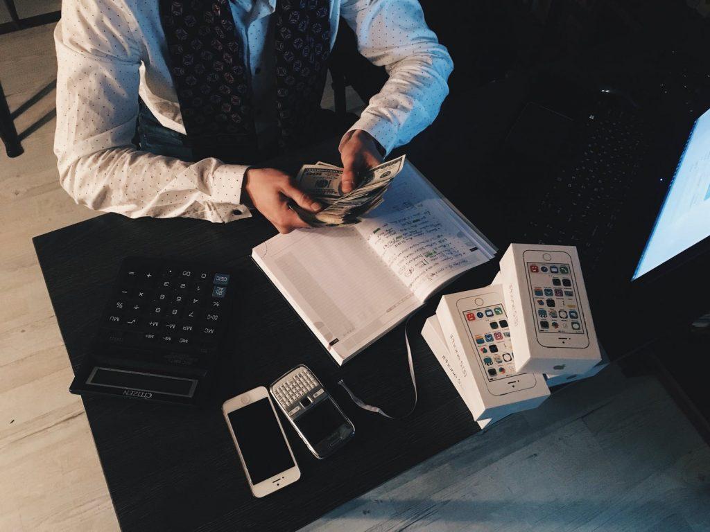 Contoh Invoice dan Tips Agar Tagihanmu Cepat Dibayar