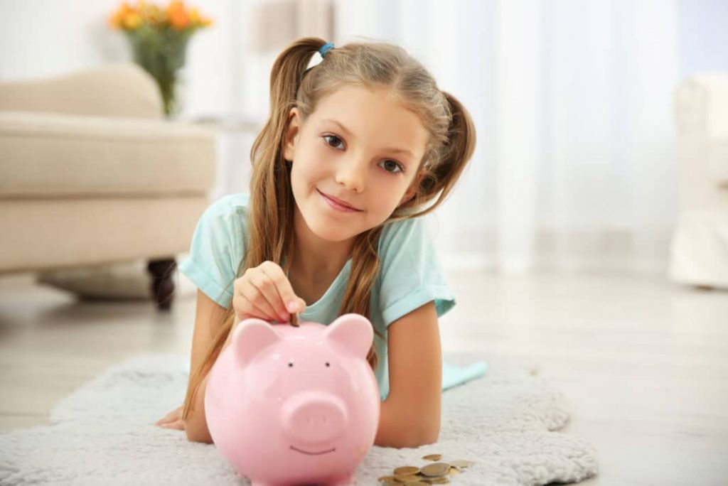 4 Hadiah Finansial yang Mengajari Anak Tentang Arti Uang
