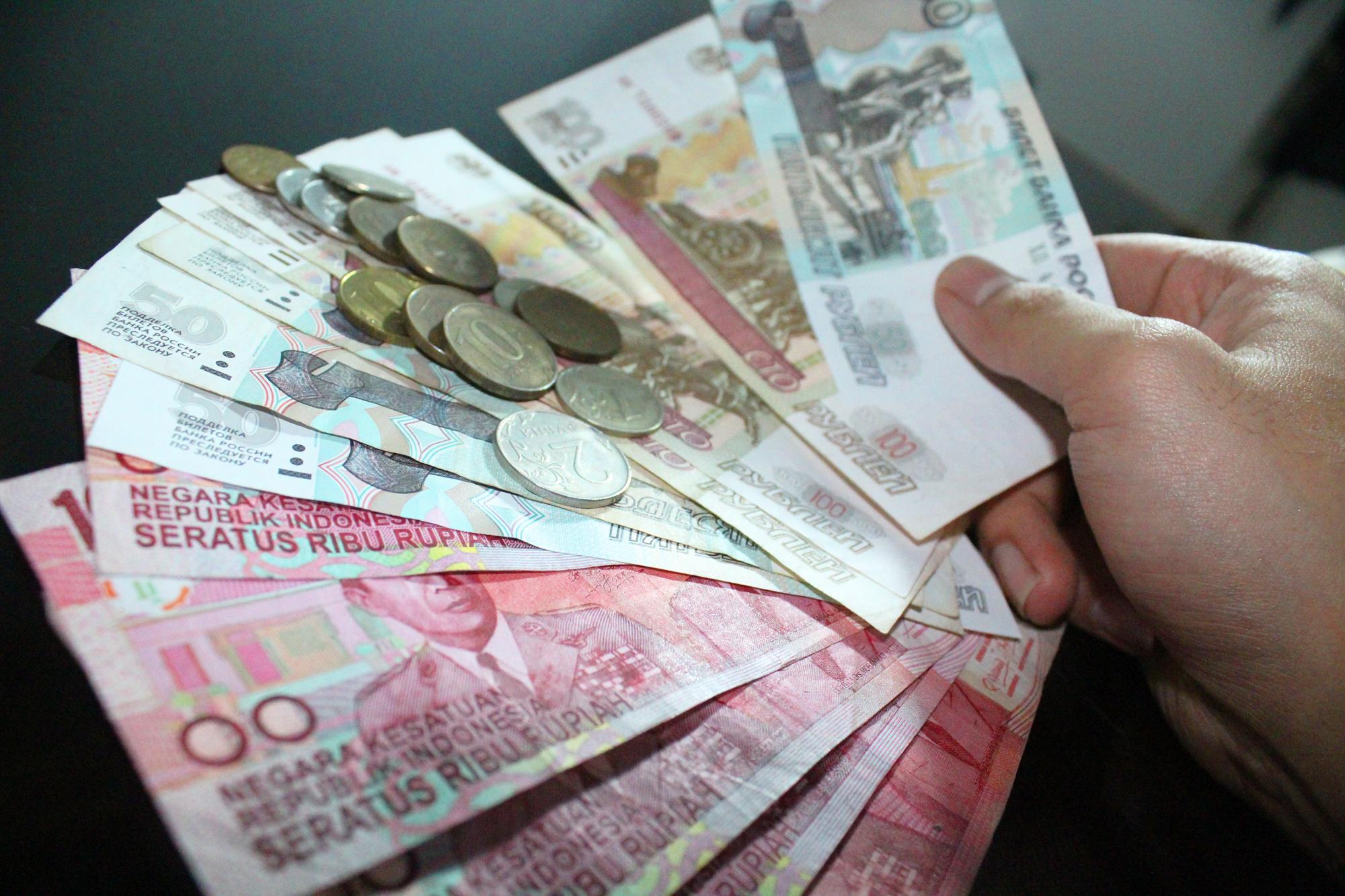 Manfaat yang Didapatkan Menukar Uang Lama dengan Uang Baru
