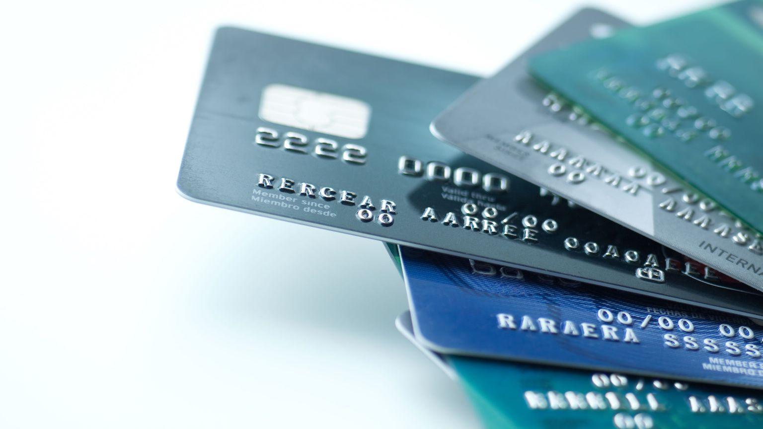 Segini Biaya Tahunan Kartu Kredit dan Biaya Lain-lainnya