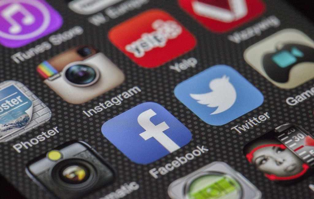 5 Langkah Sederhana Menarik Pelanggan dengan Media Sosial