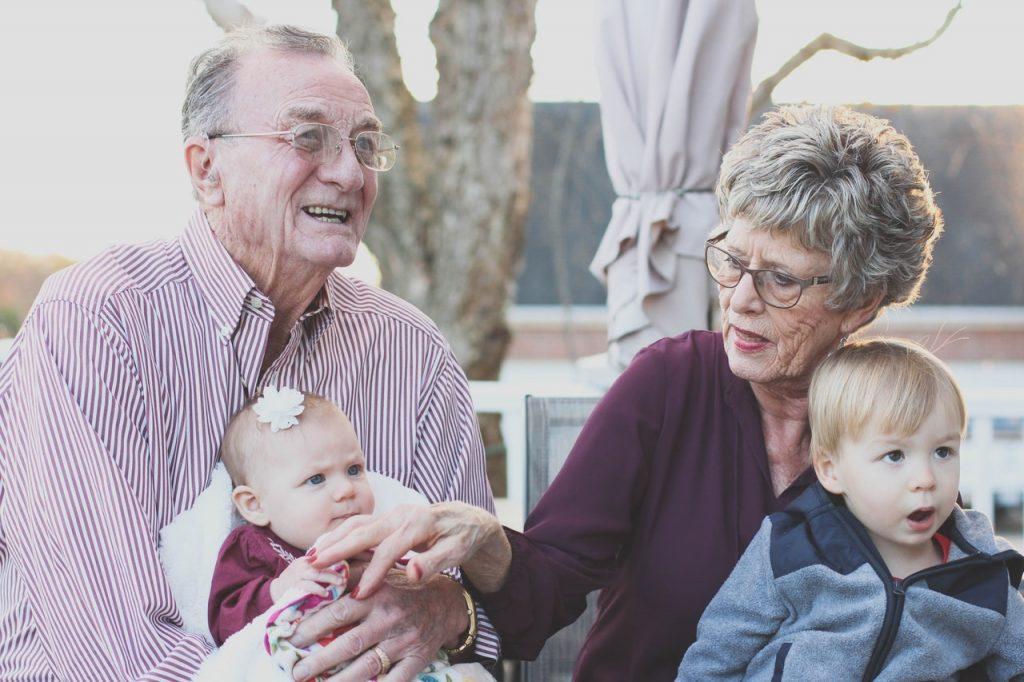 10 Cara Mendapatkan Masa Tua Damai dan Bahagia