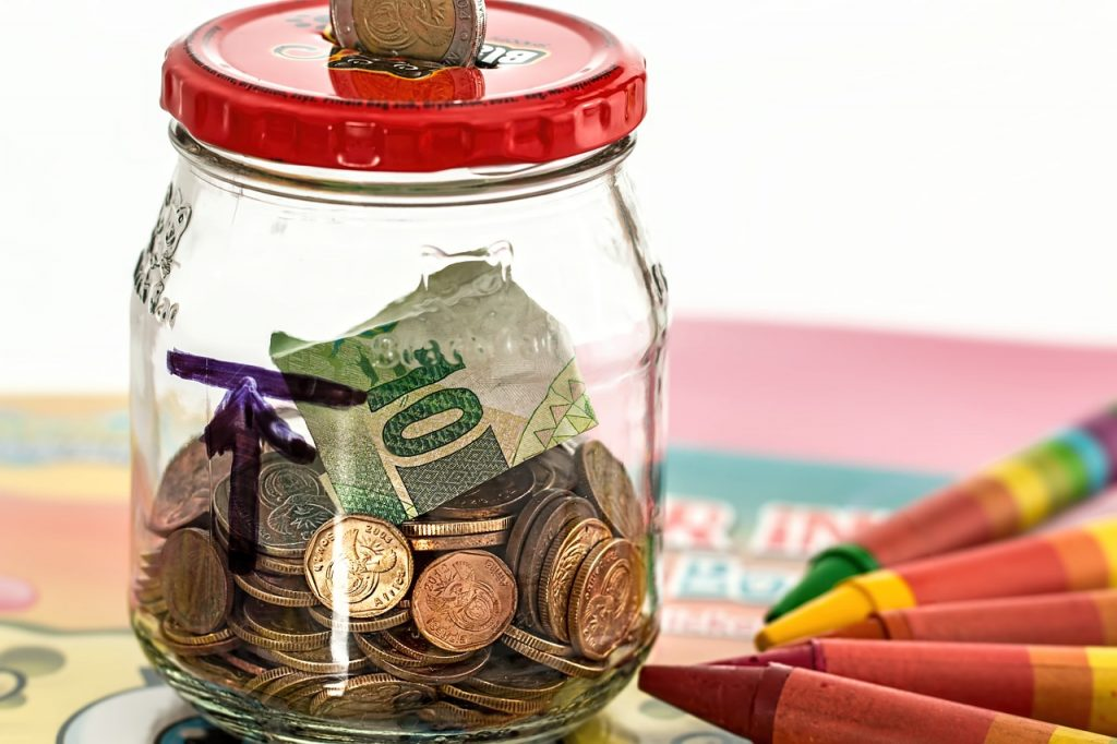 melakukan investasi dengan metode dolar cost averaging (Dicicil)