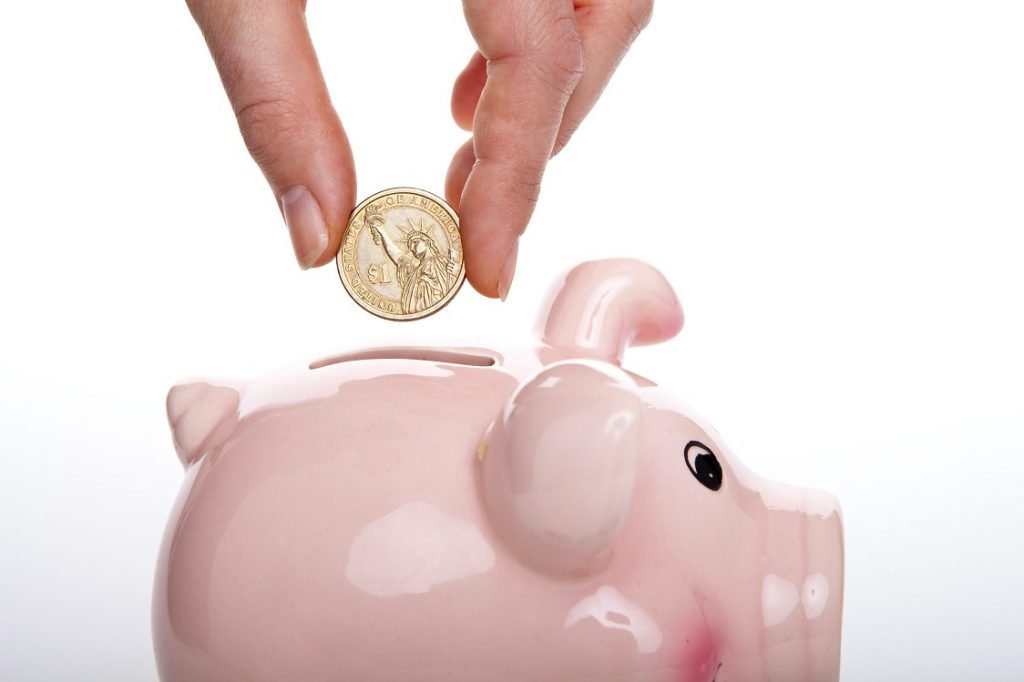Bingung bagaimana cara menyiapkan uang untuk tabunganmu? Berikut cara menabung yang efektif dan mudah untuk dilakukan oleh milenial di luar sana.