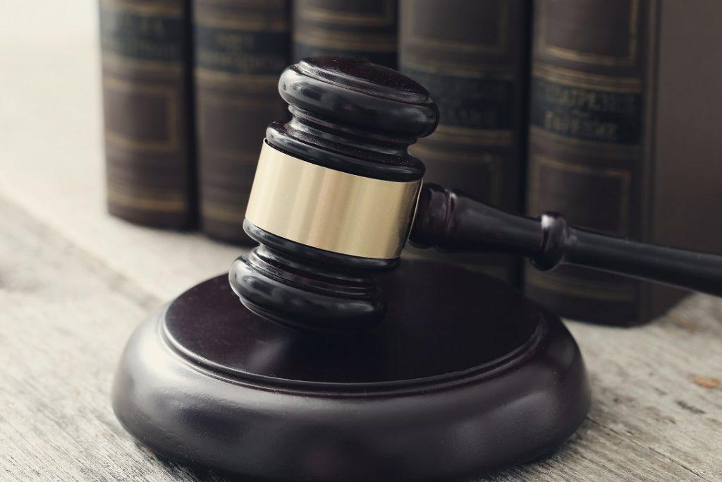 Apa sih perbedaan antara Hukum Perdata dan Hukum Pidana? Cek Yuk, Perbedaan dan Pengertiannya melalui artikel berikut ini.