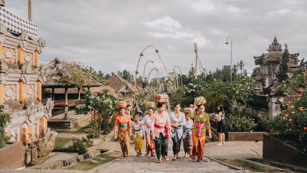 Keragaman budaya Indonesia adalah hasil mahakarya perilaku hidup penduduknya, yang dilengkapi dengan proses asimilasi dan akulturasi selama ratusan tahun.