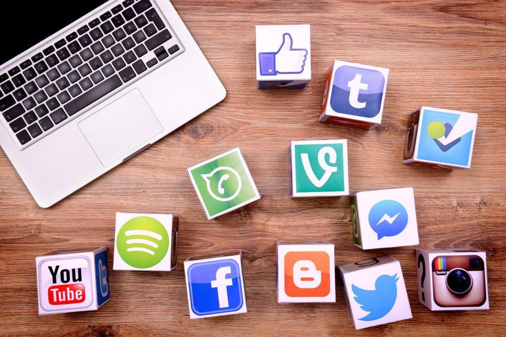 peran media sosial