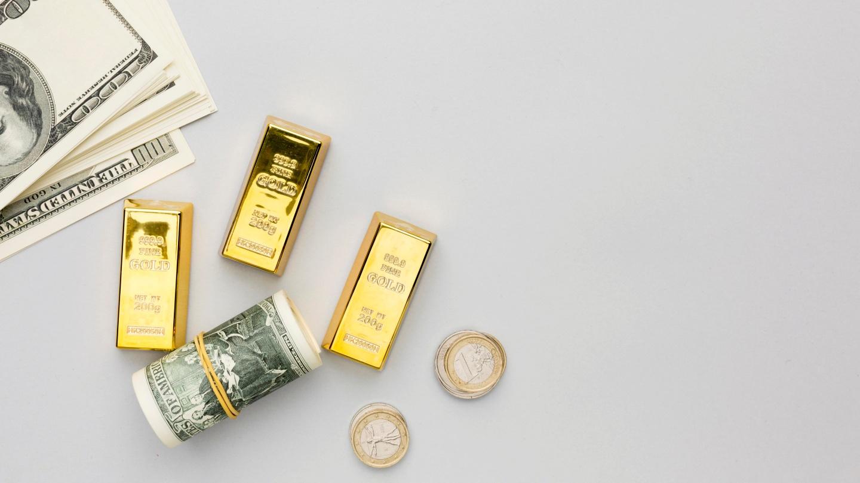 Investasi emas banyak dipilih orang sebagai salah satu instrumen investasi untuk meningkatkan nilai kekayaan mereka. Kamu juga bisa, ini caranya!