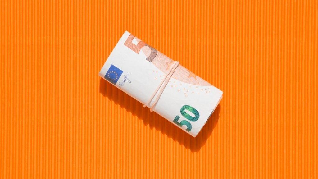 Biaya tambahan yang akan dikenakan pada investor reksa dana termasuk diantaranya adalah management fee reksa dana, biaya transaksi, dan biaya lainnya.