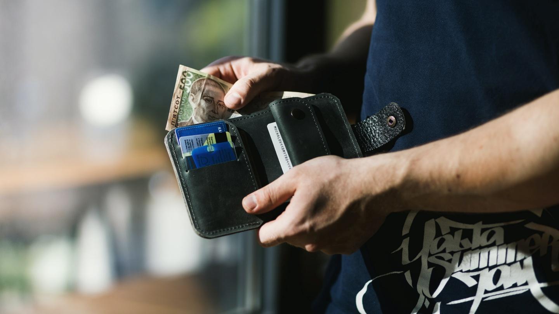 Uang Dalam Dompet Idealnya Berapa?