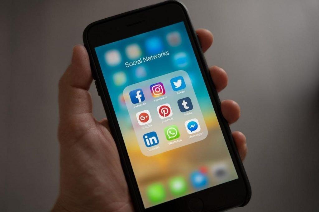 Saham media sosial sedang naik loh