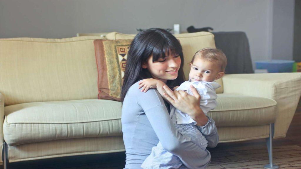 Ilustrasi merekrut babysitter