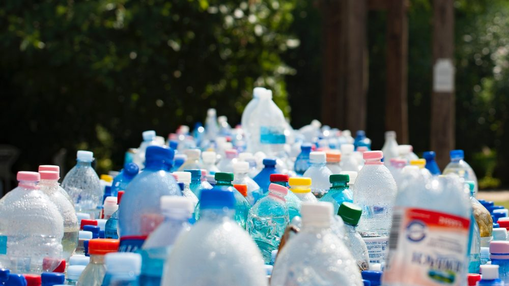 Sampah botol plastik.