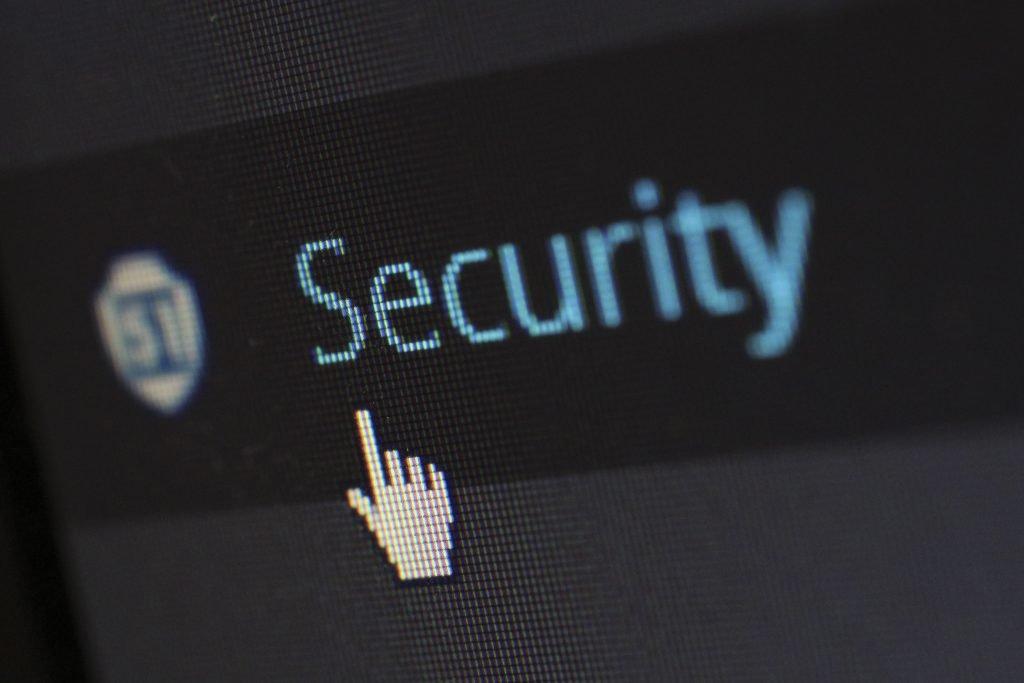 Menjaga data pribadi di media sosial