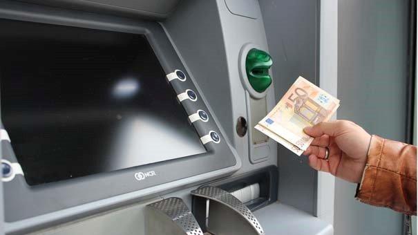 tarik tunai kartu kredit jadi pilihan yang lebih ringan dari pinjol