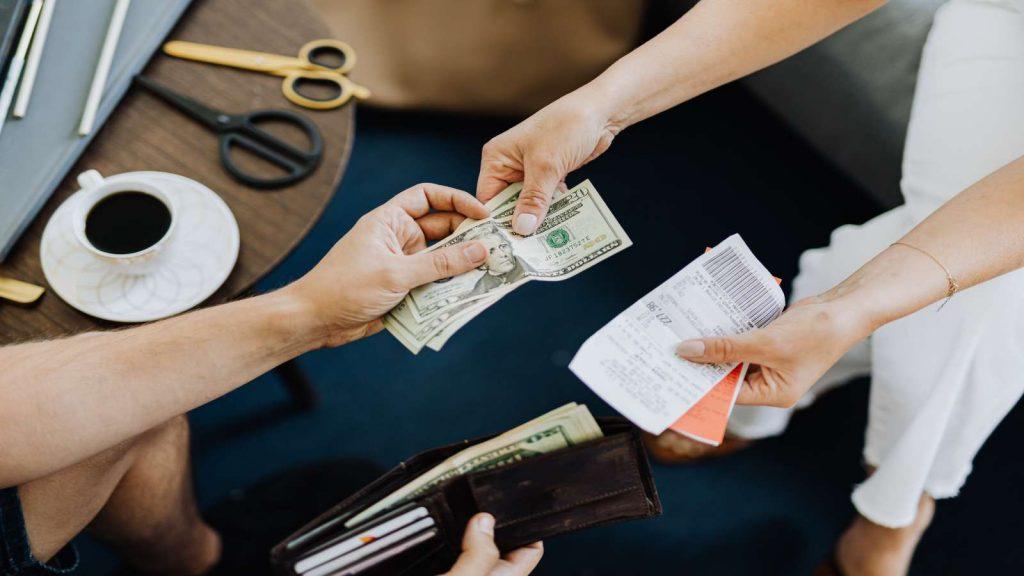 Ilustrasi pinjam uang teman