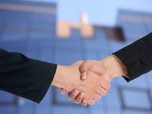 akuisisi adalah strategi bisnis yang metodenya serupa dengan investasi