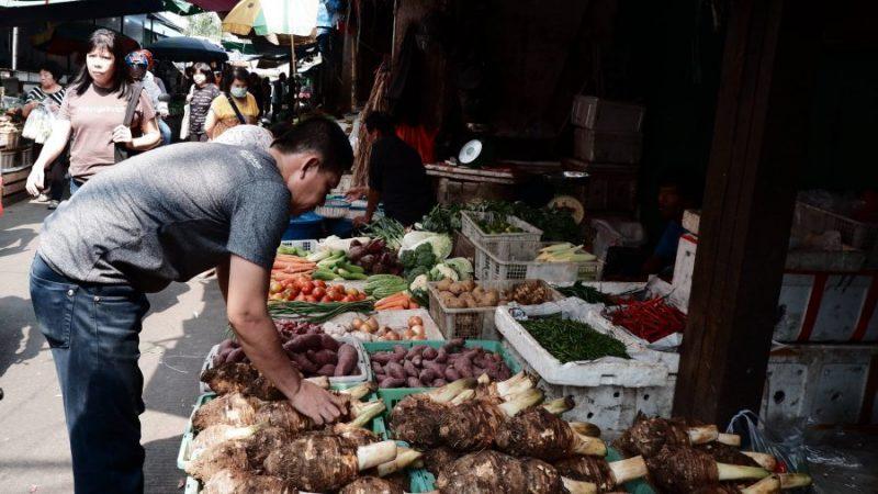 Kegiatan ekonomi di Indonesia.