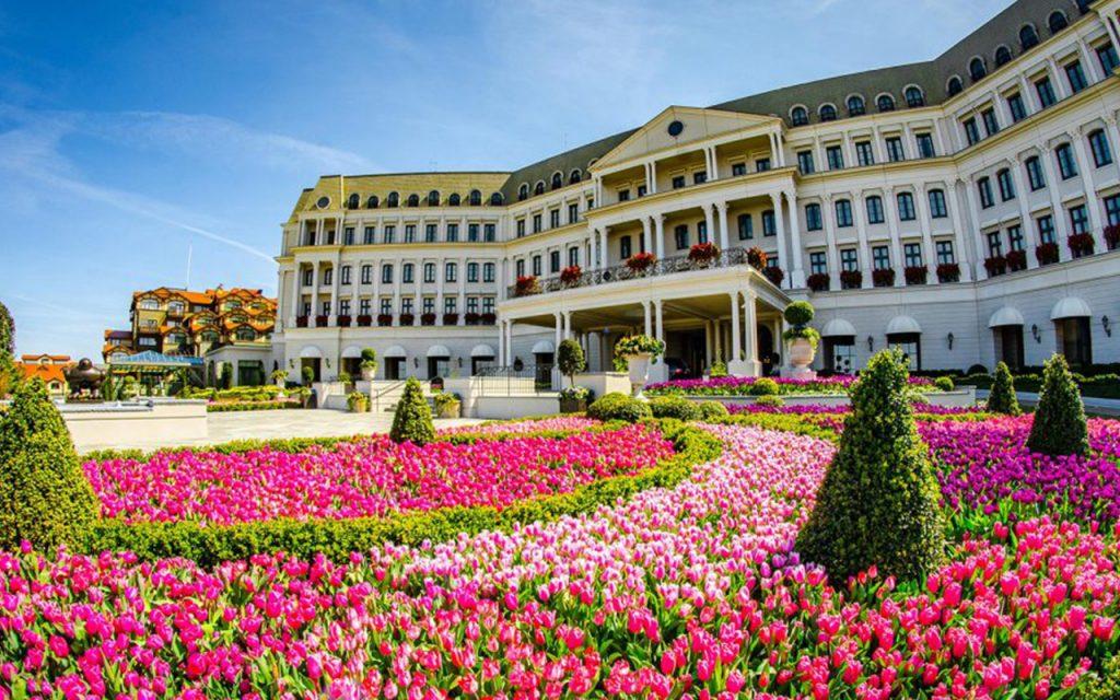 Resort Mewah Ini Disewakan untuk Social Distancing
