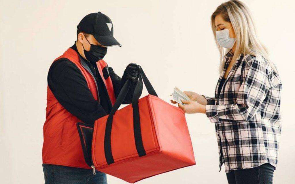 E-Commerce di Indonesia dengan Fitur Cash on Delivery (COD)