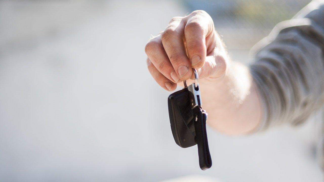 Kunci mobil.