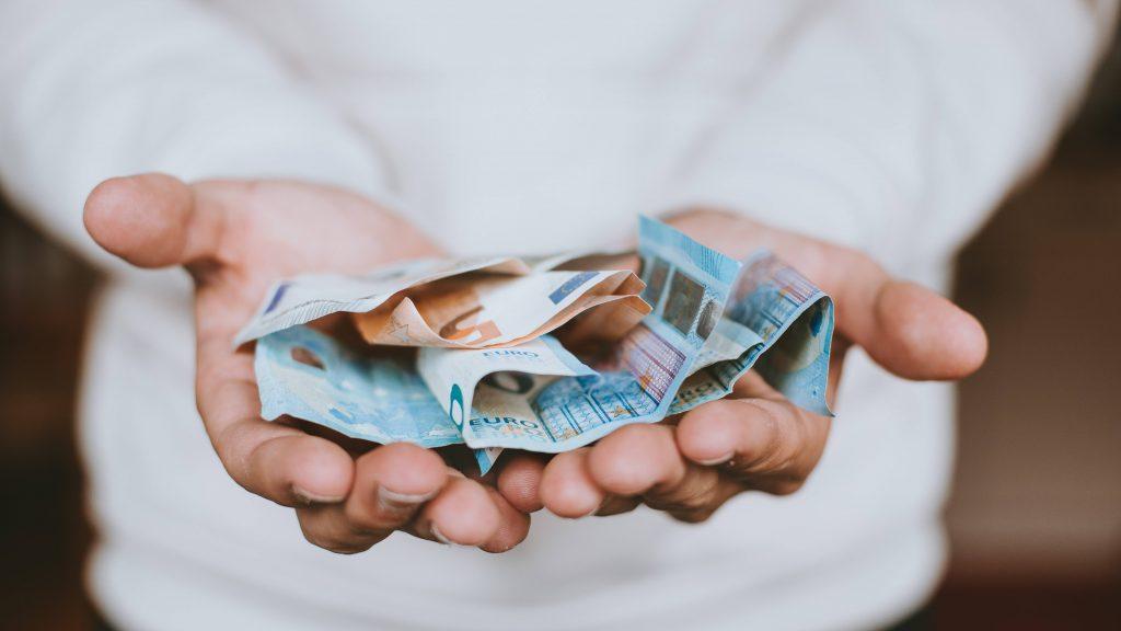 Investasi Saham Pakai Uang Pinjaman, Tepatkah? - Ajaib