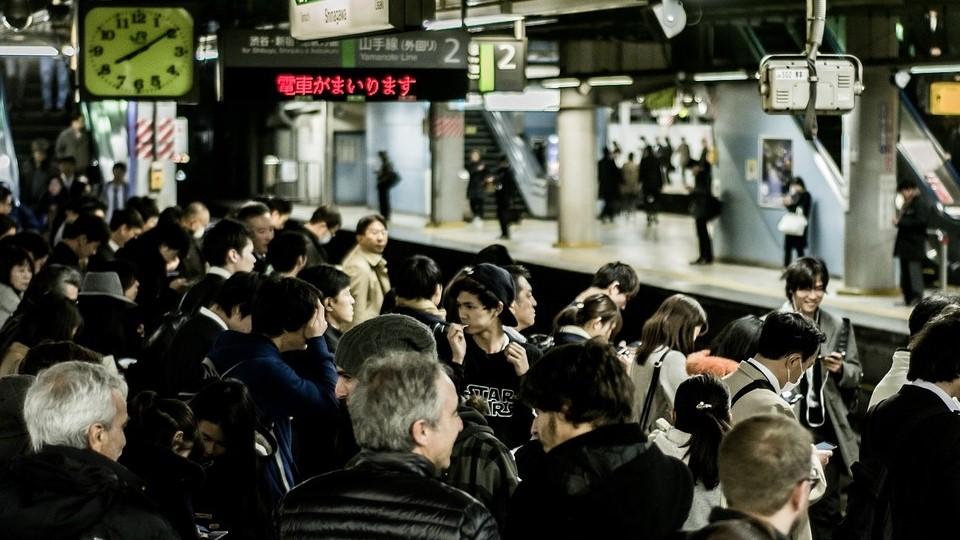 gaya hidup orang jepang naik transportasi umum