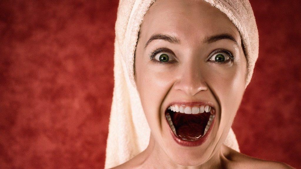 tertawa membantu mengatasi stres