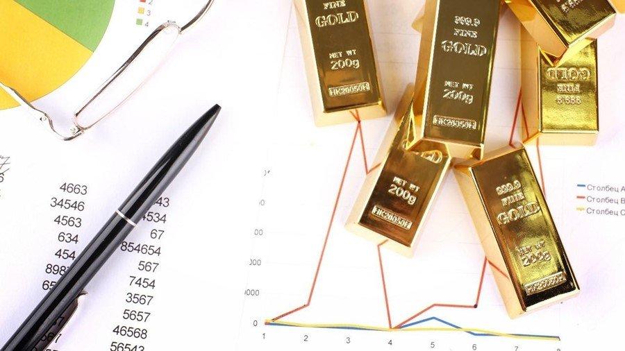 Ilustrasi harga emas turun.